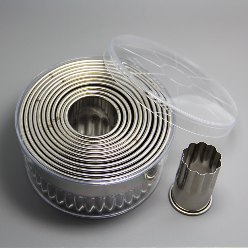 HB0298 Stainless steel 12pcs Round Shape Cookie Cutter with fluted edge