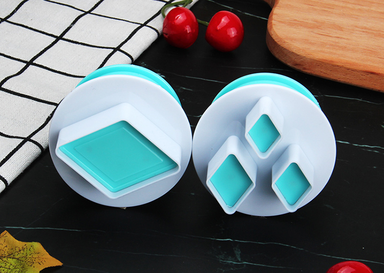 HB0310O 2pcs Plastic Diamond Shape Cutout Cookie Stamps/Molds set