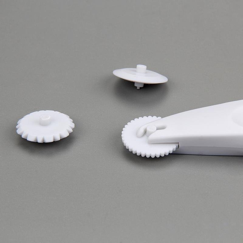 HB0366A Plastic Cake Fondant Roller Embosser
